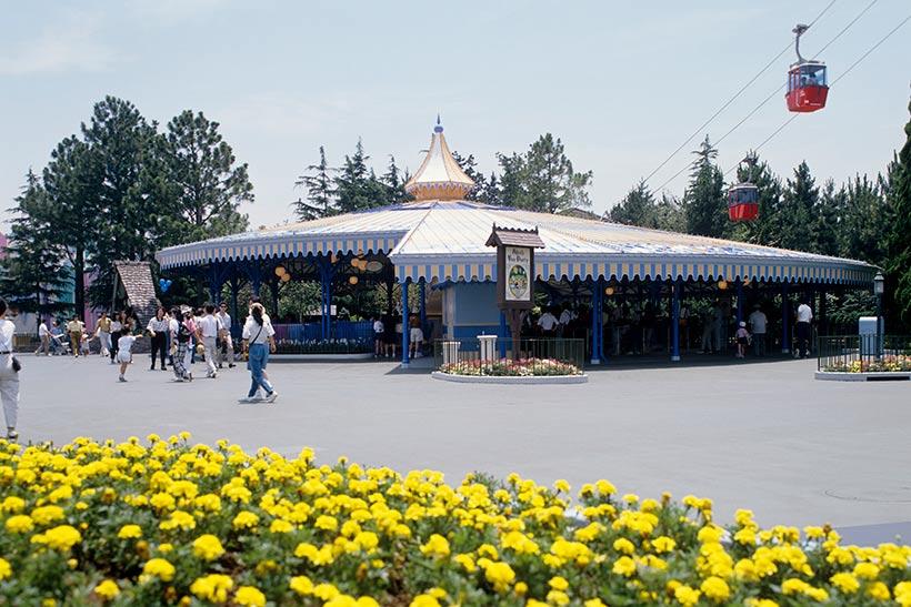 1986年の「アリスのティーパーティー」の外観の画像