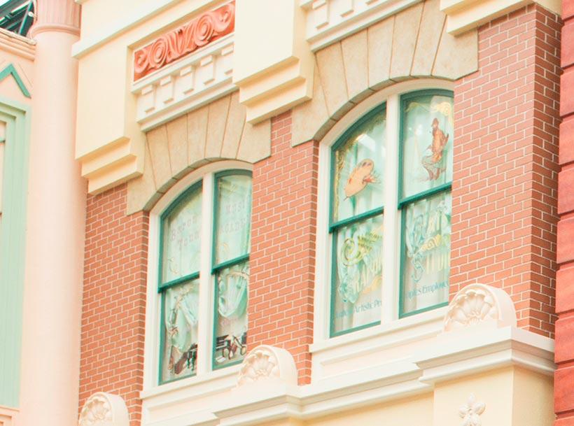 2階の窓の画像