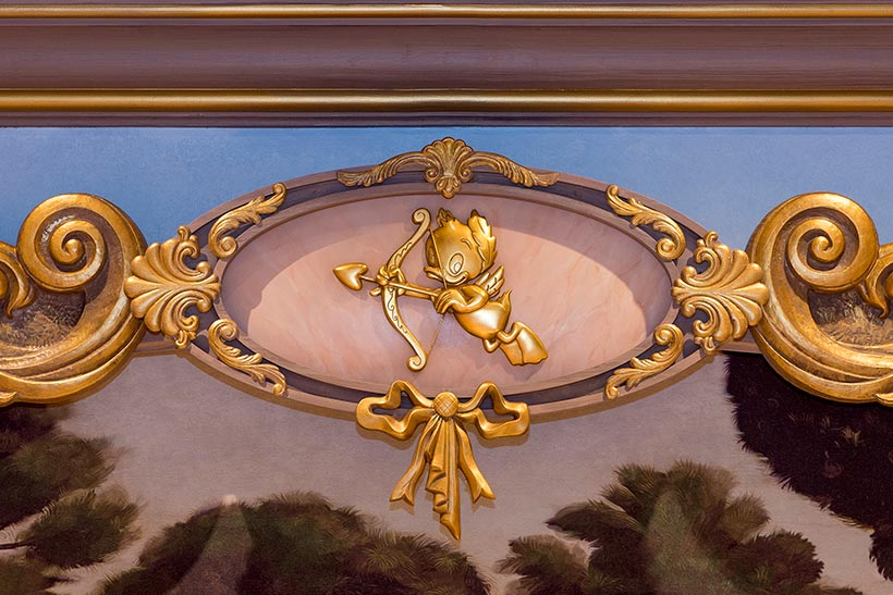キューピットが持っている矢の先のハートの画像