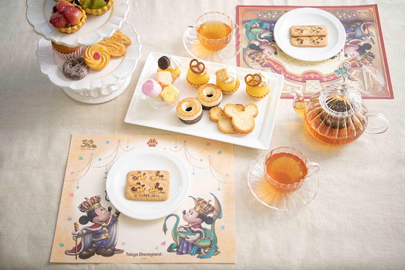 ランチョンマットとお菓子の画像