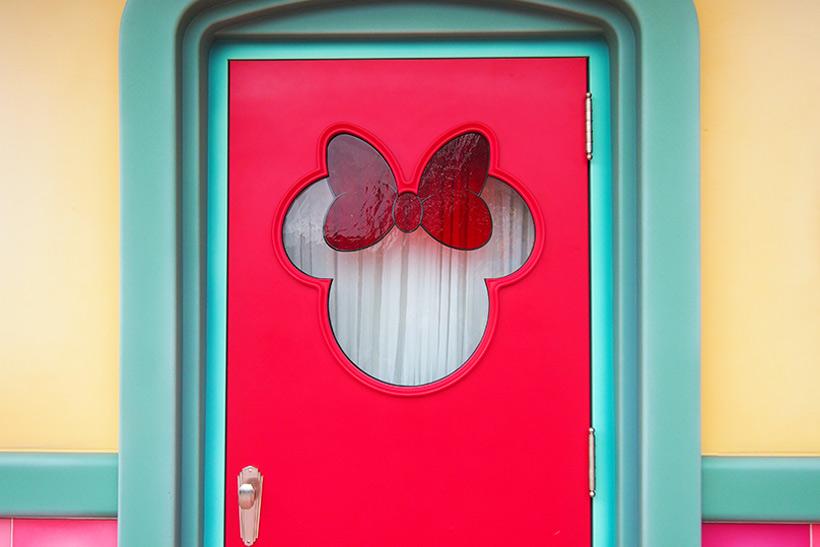 「ミニーのスタイルスタジオ」の窓の画像