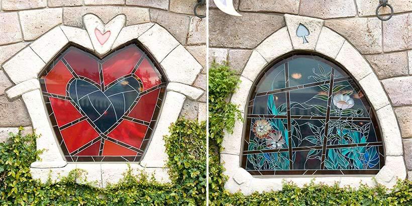 「クイーン・オブ・ハートのバンケットホール」の窓の画像