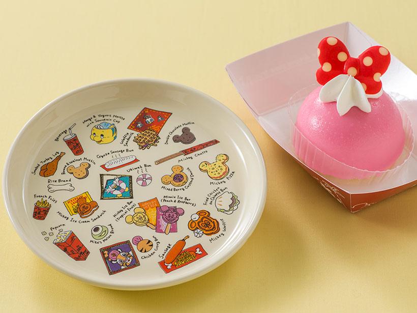 ストロベリームースケーキとスーベニアプレートの画像