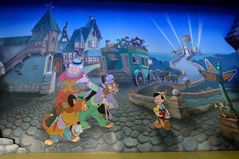 入口にある壁画の画像