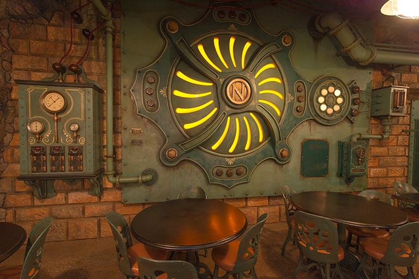 「ヴォルケイニア・レストラン」の店内にある地熱発電機の画像