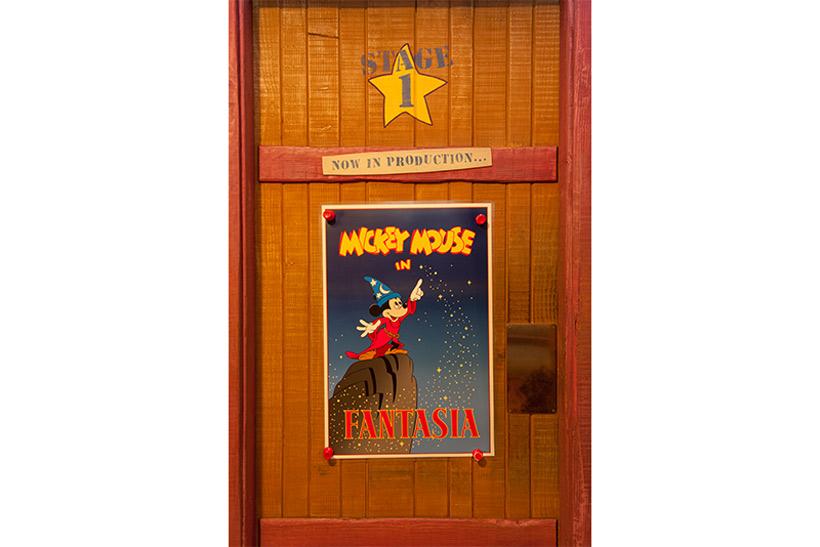 楽屋前のドアの画像