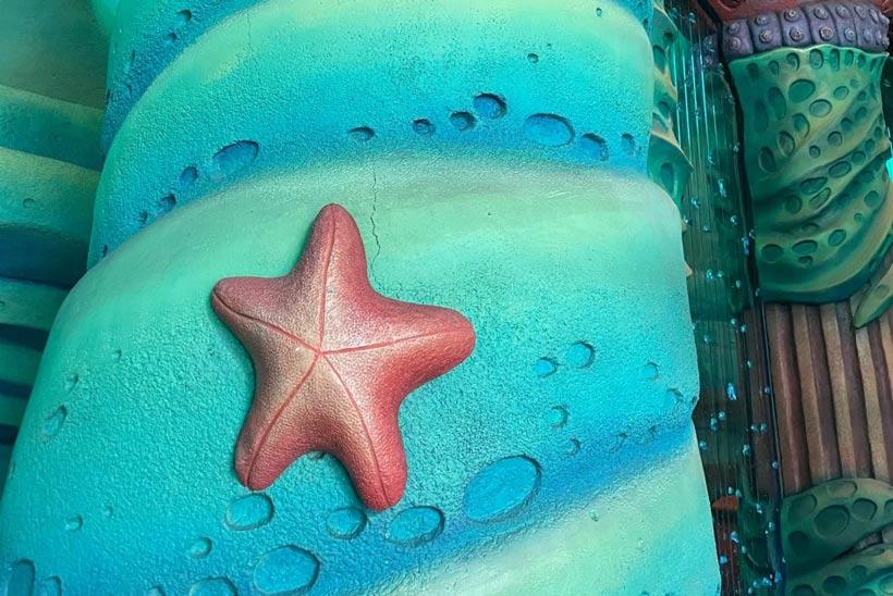 水色の背景にある星