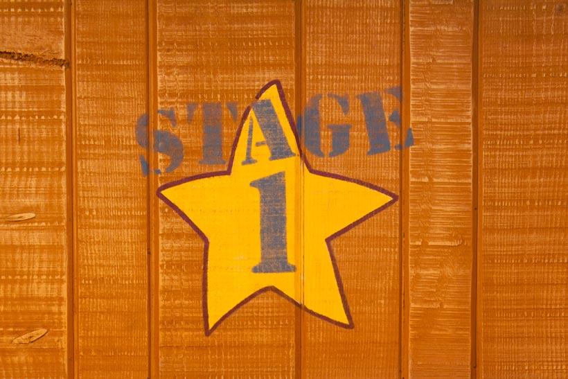 木の板にデザインされた星