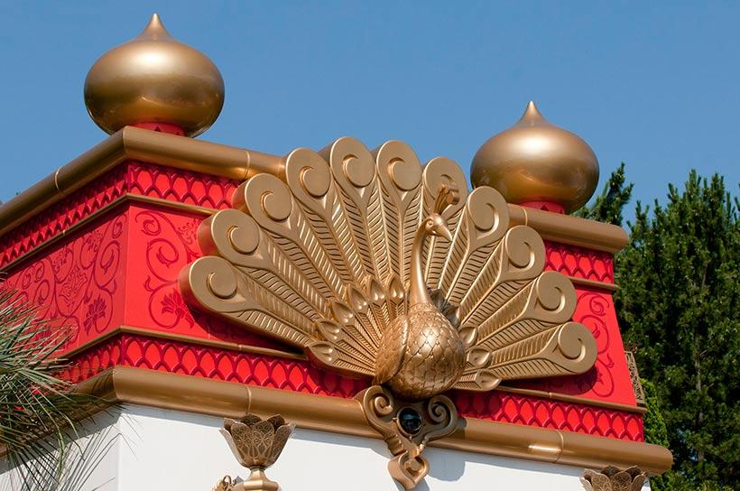孔雀の装飾