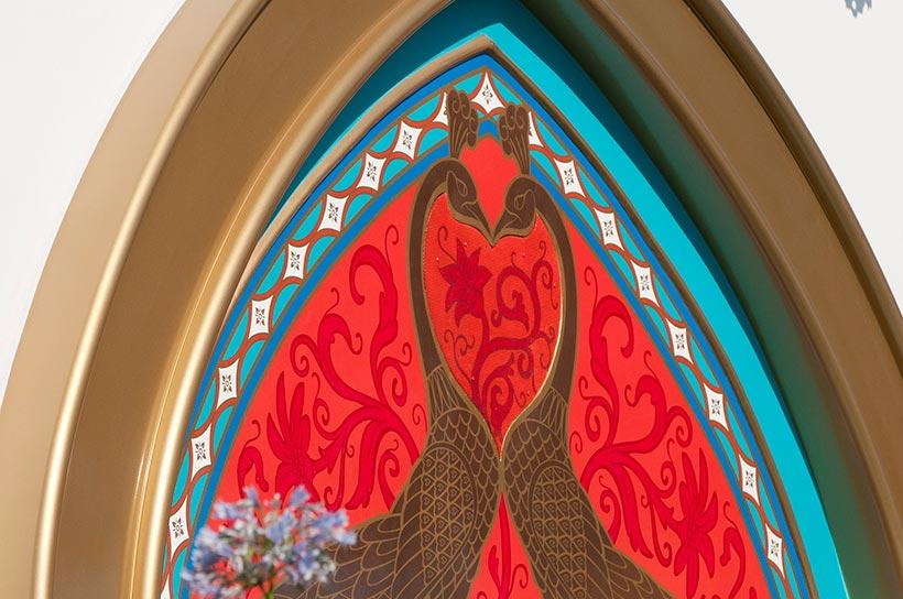 孔雀のデザインの外装
