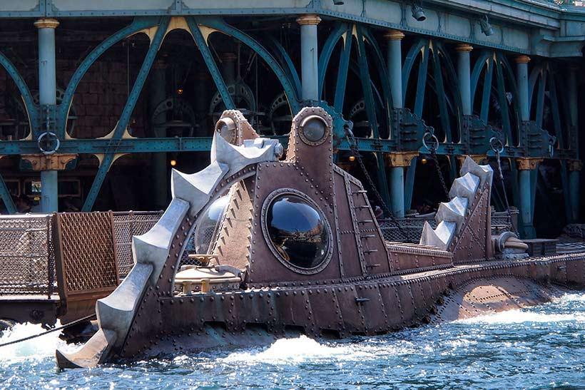 潜水艦ノーチラス号付近から泡が出ている画像