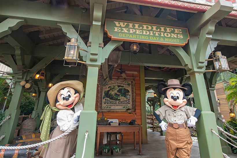 アトラクション前のミッキーとミニーの画像