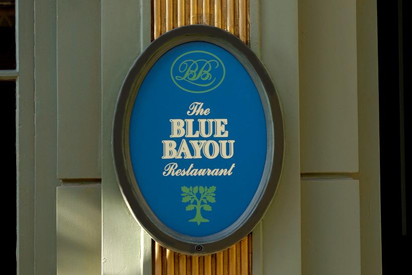 「ブルーバイユー・レストラン」の看板画像