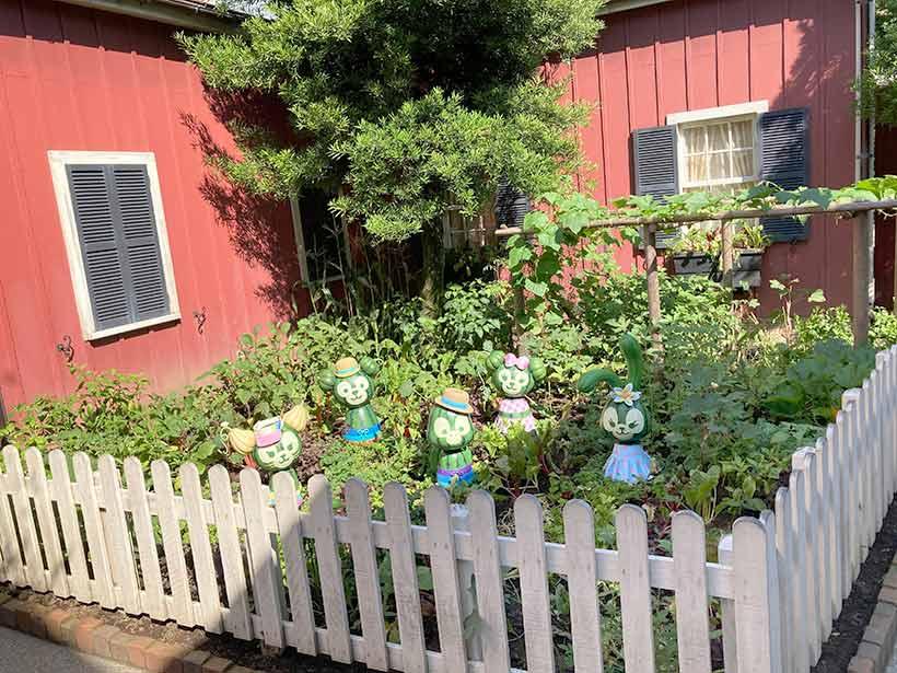 「アーント・ペグズ・ヴィレッジストア」右奥にある家庭菜園の画像