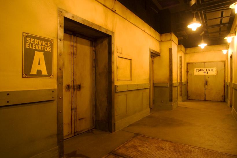 エレベーターの出口