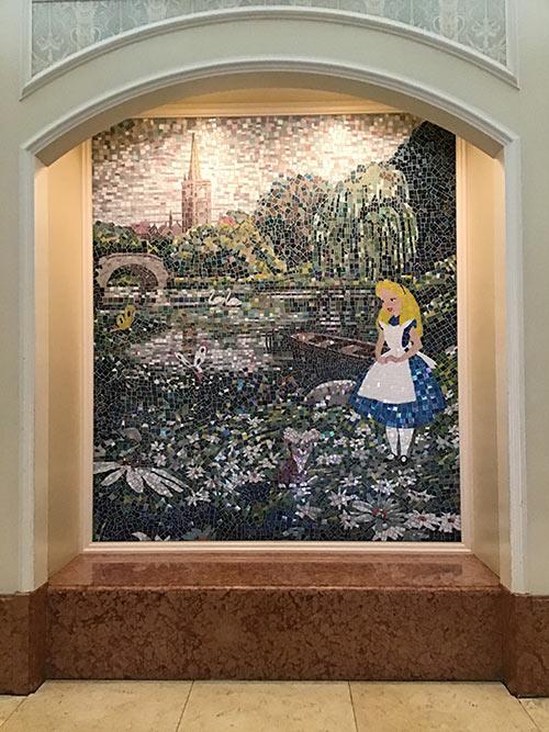 モザイク画で描かれたふしぎの国のアリスの画像