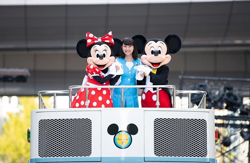 野口さんとミッキーとミニーの画像