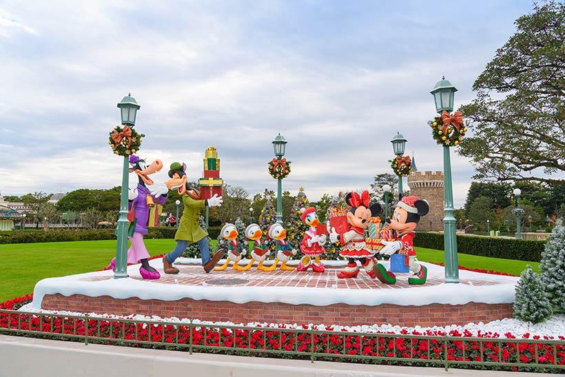 東京ディズニーランドのクリスマスデコレーションミッキーやミニーの画像