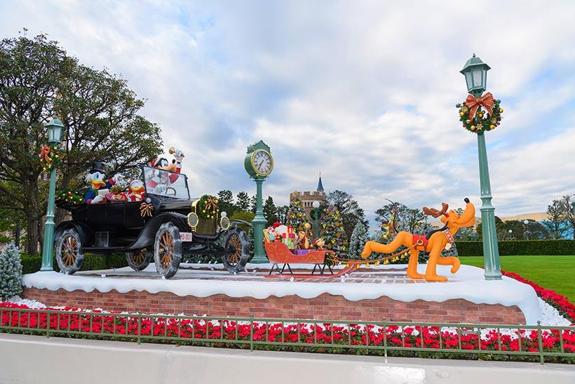 東京ディズニーランドのクリスマスデコレーションのプルートの画像