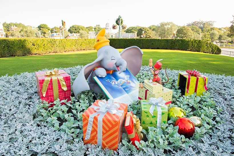 東京ディズニーランドのクリスマスデコレーションのダンボの画像