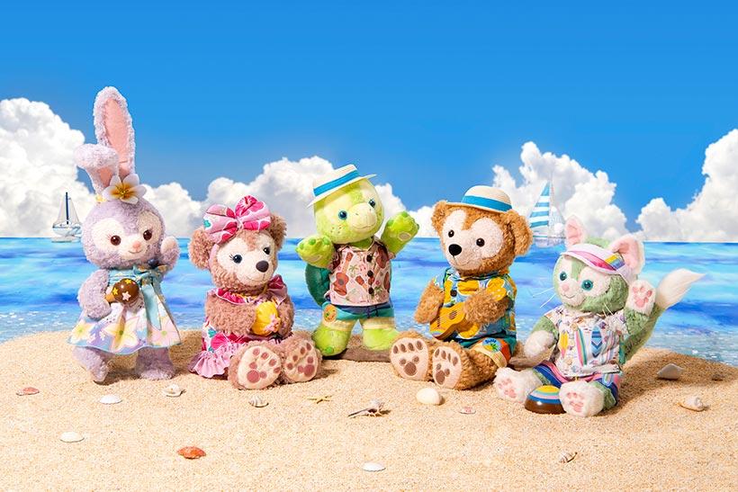 浜辺にいるダッフィーたちの画像