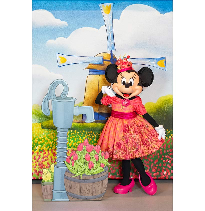 """ミニーマウスが披露する """"春""""ならではのファッションの画像"""