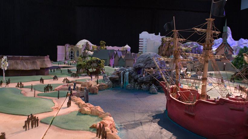 映画『ピーター・パン』をテーマにしたエリアの模型の画像