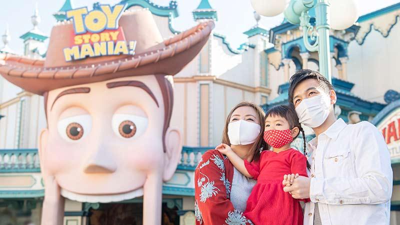 东京迪士尼度假区度假套票的所有行程中,均包含园区门票,以及可缩短游乐设施等候时间的快速通行券。のイメージ