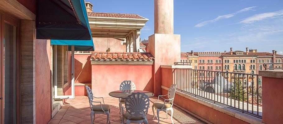 顶楼阳台客房的图像2