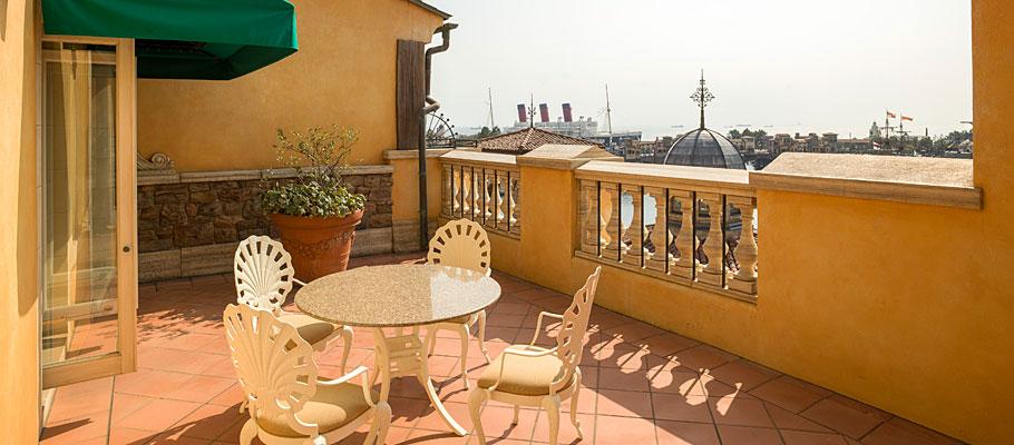 顶楼阳台客房(广场景观)的图像1