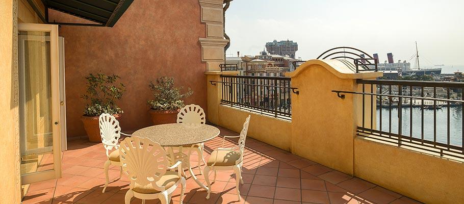 顶楼阳台客房(港湾景观)的图像3