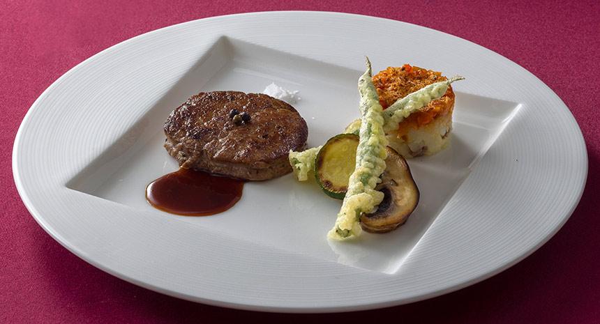 肉料理国産牛フィレ肉のポワレ、マデイラソースのイメージ