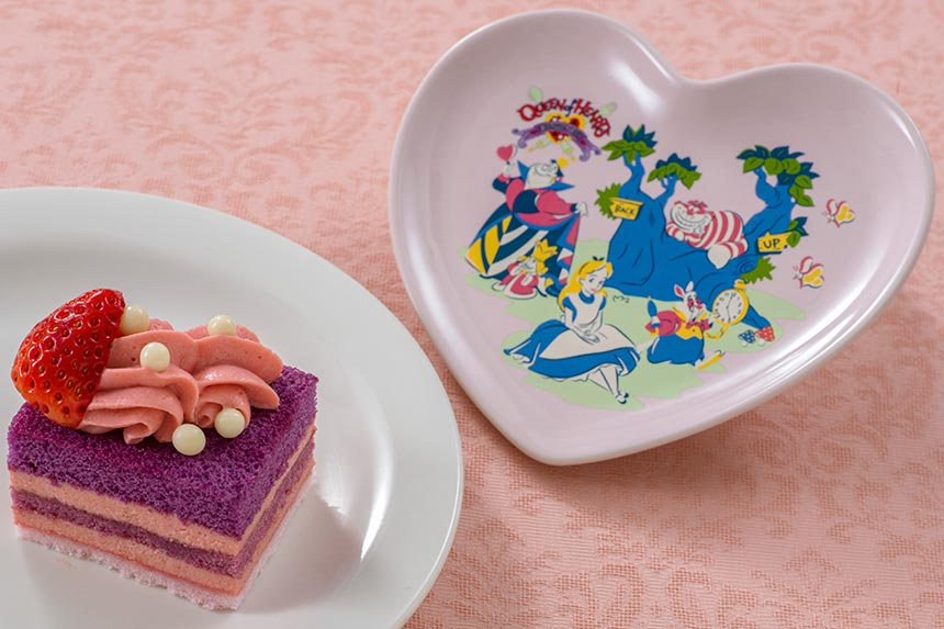 ストロベリークリームケーキ、スーベニアプレート付きのイメージ