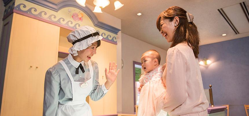 image of Baby Center / Nursing Mother's Lounge2