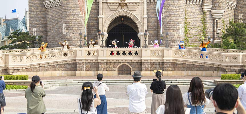 image of Mickey&Friends Castle Greeting1