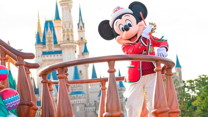 米奇和伙伴们迎宾游行:迪士尼圣诞节的图像