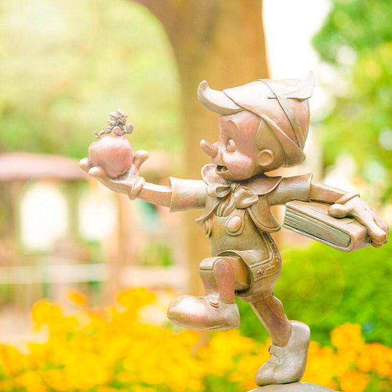Let's go together! 軽やかに出発! #pinocchio #jiminycricket #fantasyland #tokyodisneyland...的圖像