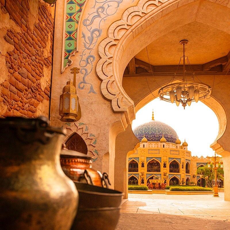Walk into a captivating world. 魅惑的な魔法の世界へ✨ #arabiancoast #tokyodisneysea...のイメージ