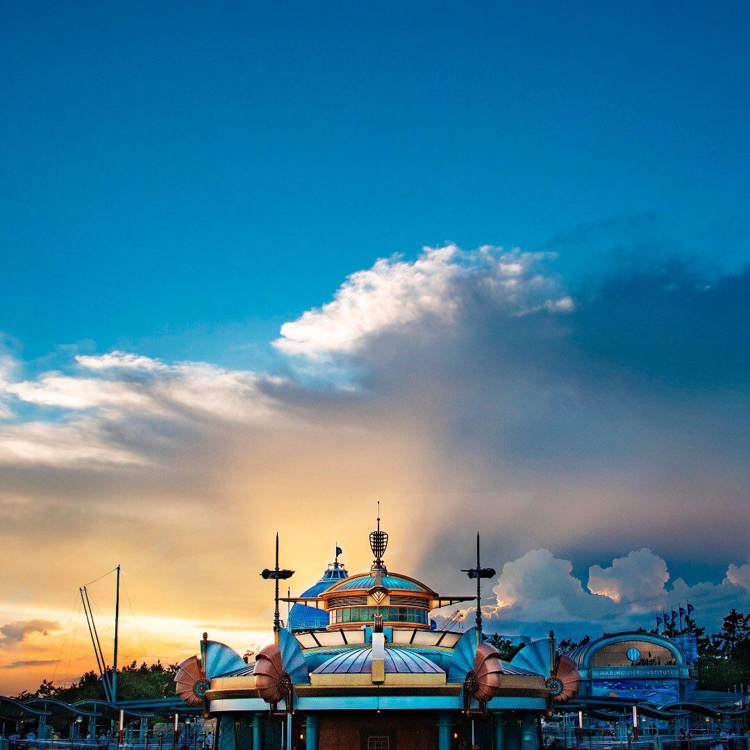 Majestic sunset at Port Discovery. 空想未来的な世界✨ #aquatopia #portdiscovery #tokyodisneysea...のイメージ
