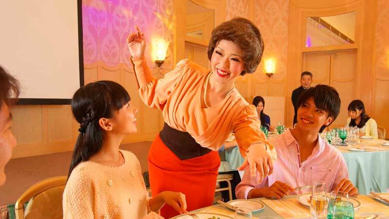 【ディズニーアンバサダーホテル】「『アット・ザ・テーブル』~ミセス・ディッシュのテーブルマナーレッスン~」を公開しました。のイメージ