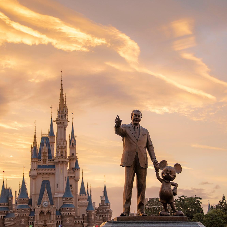 Happy 38th anniversary Tokyo Disneyland! これからも夢は続く・・・✨ #waltdisney #mickeymouse...的图像