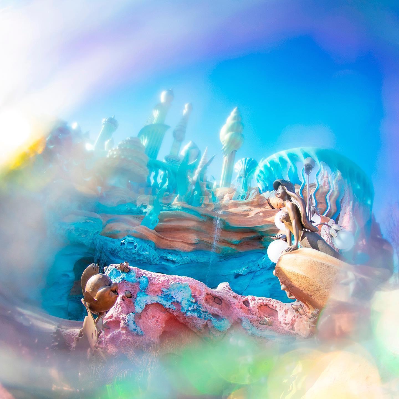 Blue sea sparkling in sunlight. きらめく海の世界へ✨ #kingtritoncastle #mermaidlagoon...のイメージ