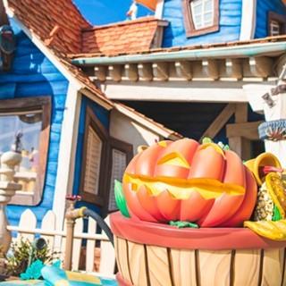 image of Halloween is coming! もうすぐハロウィーン #halloween #toontown #tokyodisneyland...