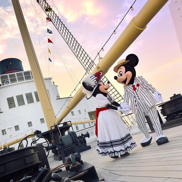 Taking an evening stroll.すてきなホワイトデーデート♡#mickey #minnie #sscolumbia #americanwaterfront...のイメージ