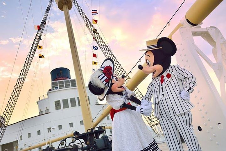 【今日はホワイトデー♡】バレンタインデーの日、すてきなサプライズをしてもらったミッキーは、お返しにS.S.コロンビア号の甲板へとミニーを誘ったようです。誰にも邪魔されない、ふ...のイメージ