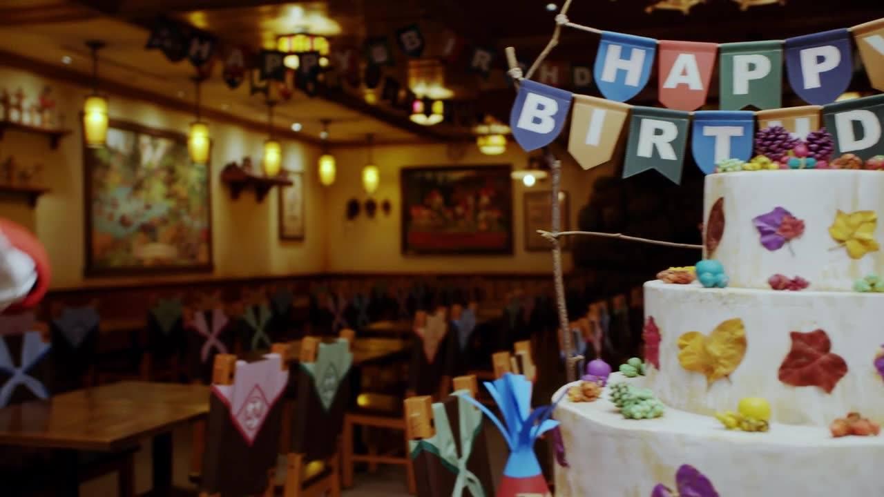 【まだまだ、お祝い受け付け中!?】6月9日がお誕生日だったドナルド。甥っ子のヒューイ、デューイ、ルーイも、木の実のケーキを用意してお祝いしてあげたようです!その様子をちょっと...のイメージ