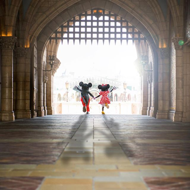 Let's start a magical day!一緒にお祝いしたくなったら、ダブルタップ♡#mickey #minnie #cinderellacastle...のイメージ