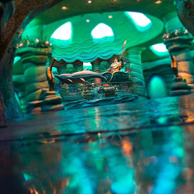 King Triton welcomes you to his kingdom!海底の世界へ#kingtriton #kingtritoncastle...的图像