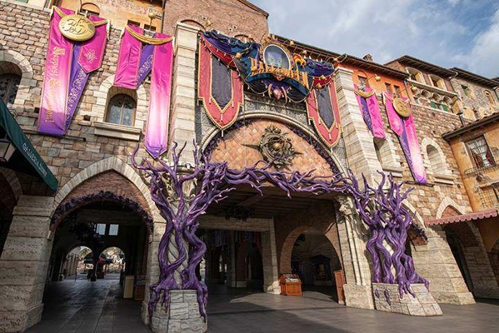 【どのディズニーヴィランズと、どんな写真を撮りますか?】東京ディズニーシーで開催中の「ディズニー・ハロウィーン」。ディズニーヴィランズの妖しい力が高まり、パーク中に広がってい...のイメージ