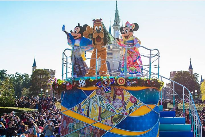 【ニュース!】東京ディズニーリゾートでは、2019年1月1日(火)から1月6日(日)の6日間、お正月限定のプログラムを開催します。35周年の祝祭感と日本のお正月ならではの華や...のイメージ